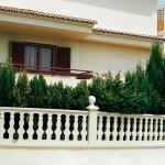 Balaustre Ibiza Verniprens con pilastra Argos y remate Serpis