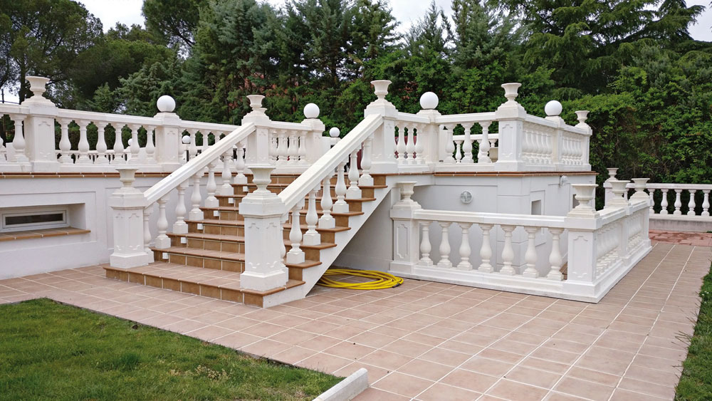 Balaustres cl sicos verniprens for Remate de terrazas