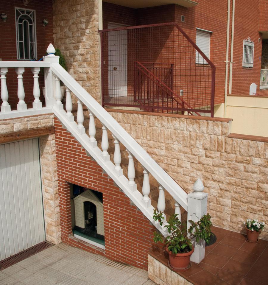 Balaustre g nova con pasamano z calo troya pilar lisboa y for Zocalo pared exterior