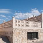 Celosía Mariposa con pasamanos Benidorm, pilastra Argos y remate Pirámide