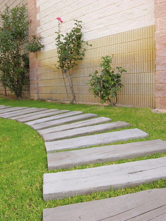 Traviesa y pasos verniprens for Baldosas para jardin baratas