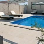 Baldosa y remate de piscina Palacio
